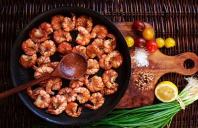 Cooking shrimps in a cast iron skillet